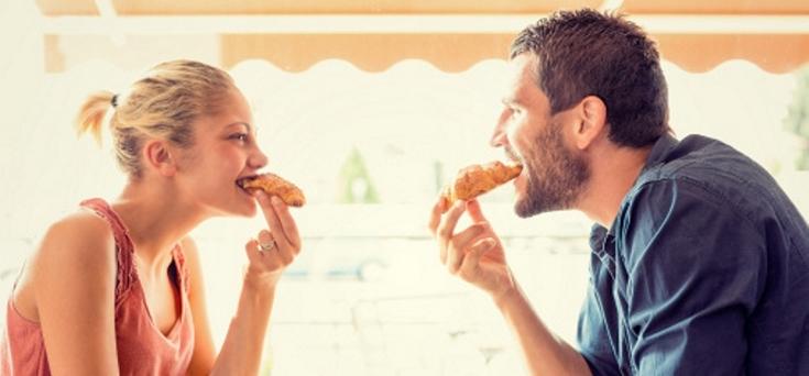 randevú egy férfival, aki a barátnőjével él
